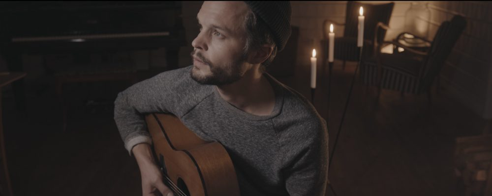 The Tallest Man on Earth plays guitar in this video screen-shot.
