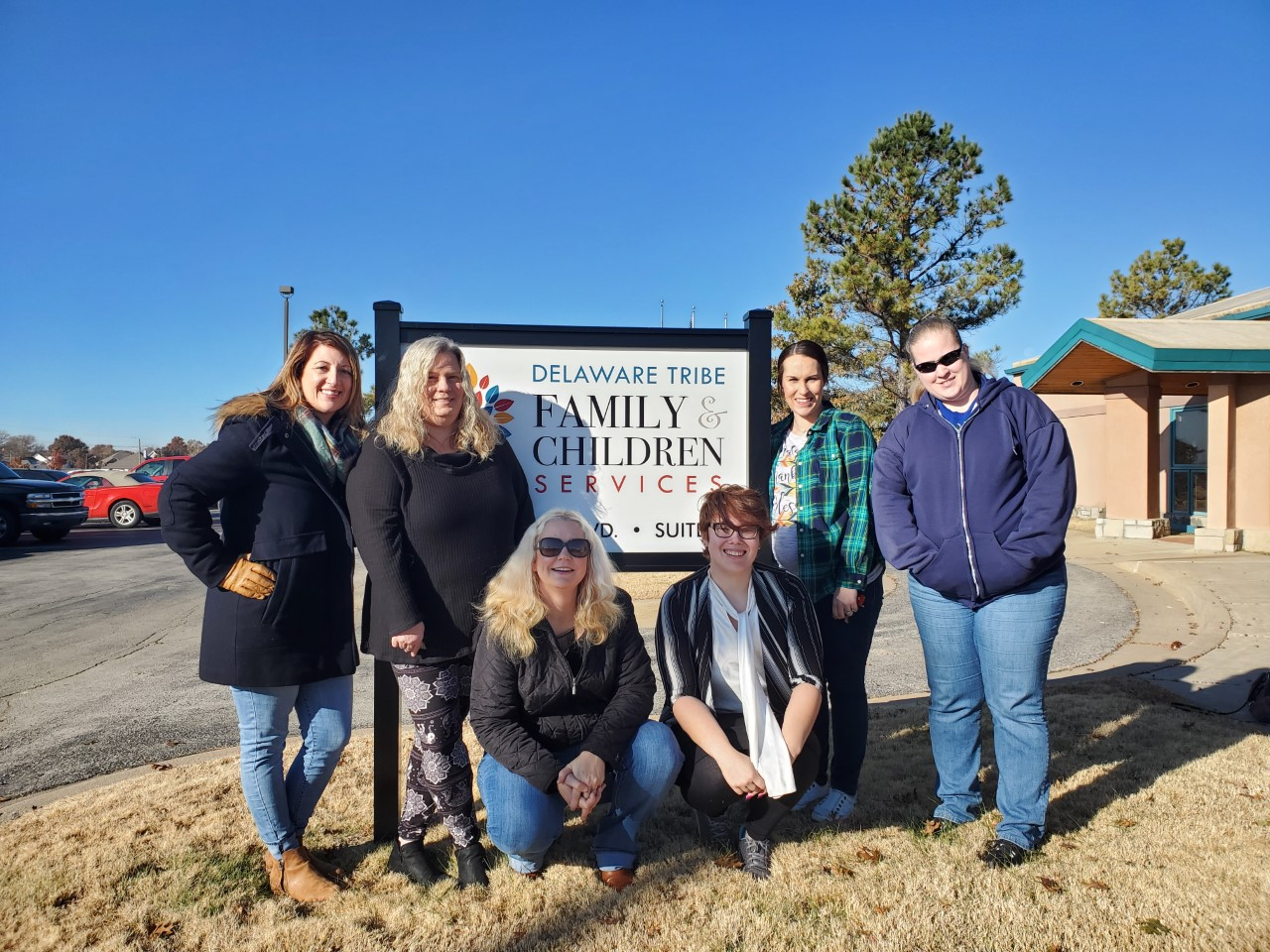 photo of Elizabeth and others at the Delaware Tribe headquarters