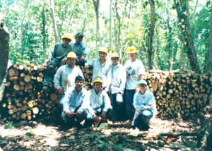 Photo of a class of OSU students in the Honduran forest
