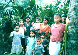 A photo of a family of 11 in the Honduran forest